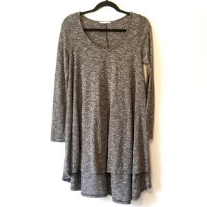 Entro hi-low tunic long sleeved knit top